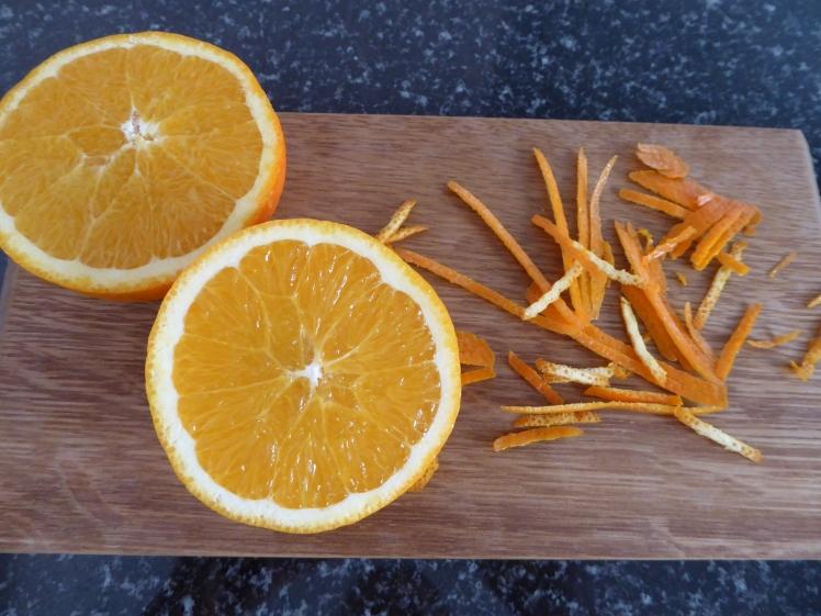 Orangen. Orangensirup. Orangenzesten.