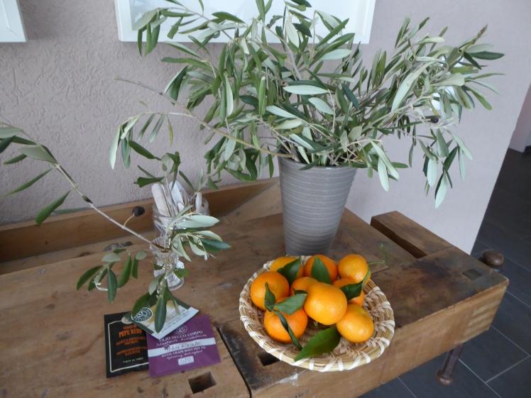 Olivenbaumzweige Mandarinen