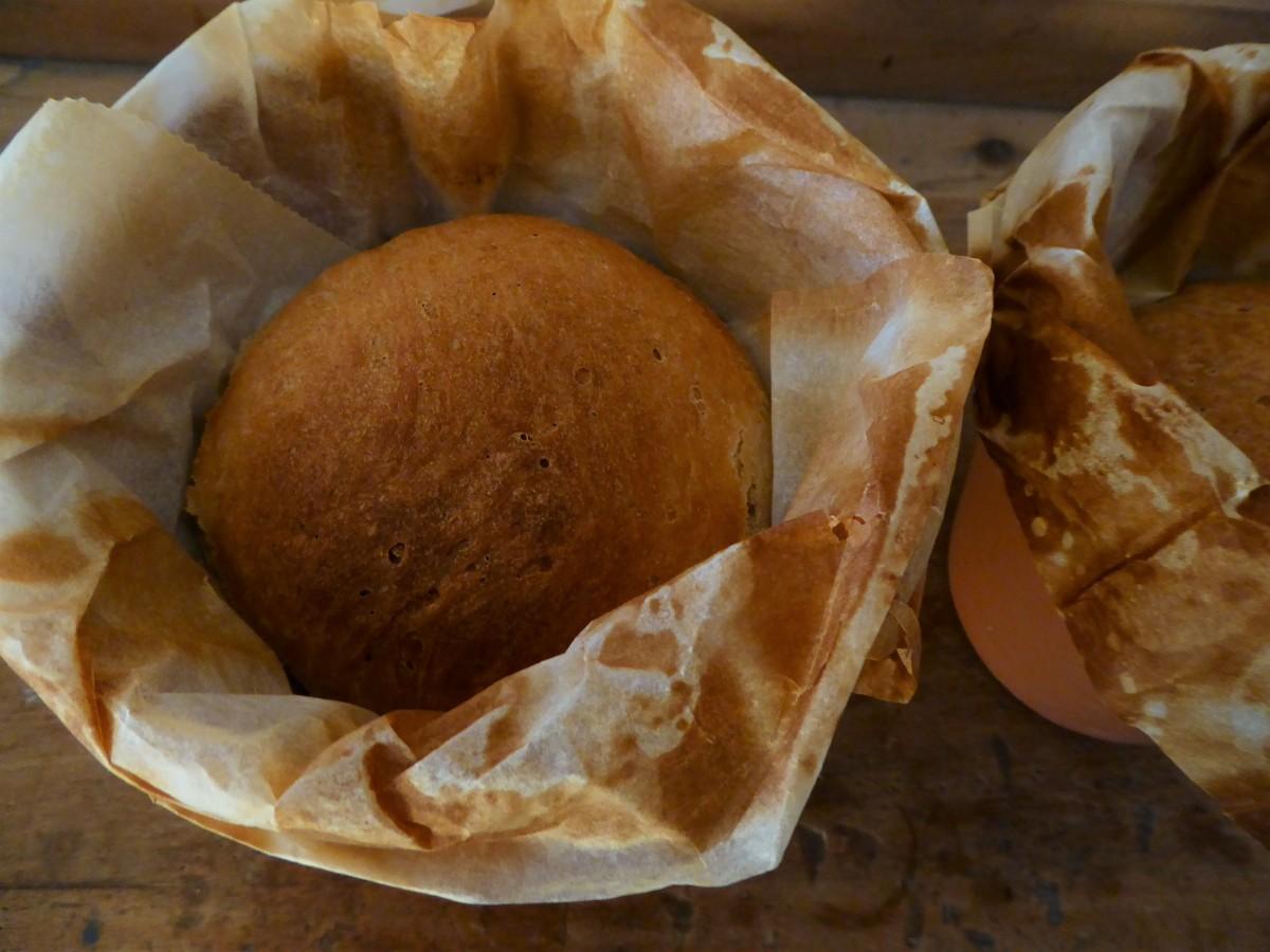 Brot im Blumentopf gebacken.