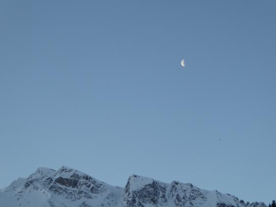 Berg und Mond